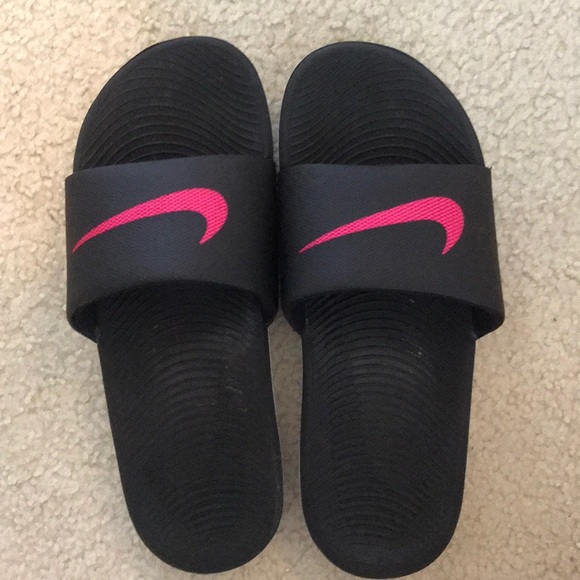 7cdbac0c95c561 Nike women s kawa slides. M 5b410b7fe944ba057ebe4a27